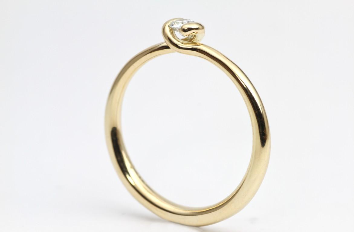 knoop ring geel