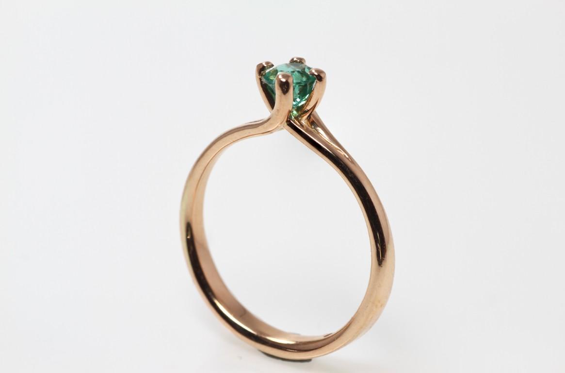 solitair rose goud met smaragd