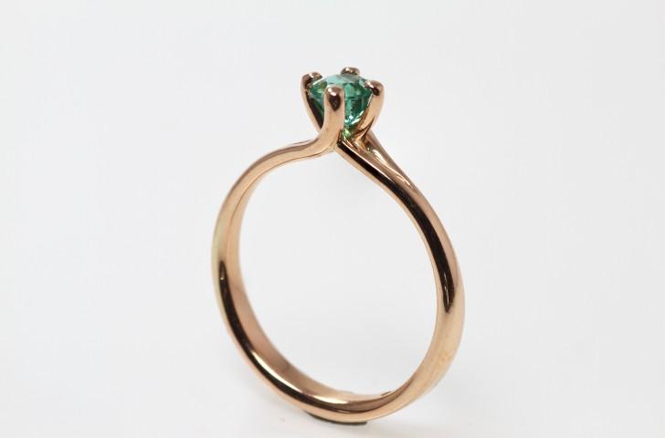 solitair-rose-goud-met-smaragd