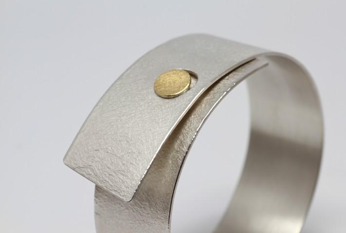 armband met gouden dop