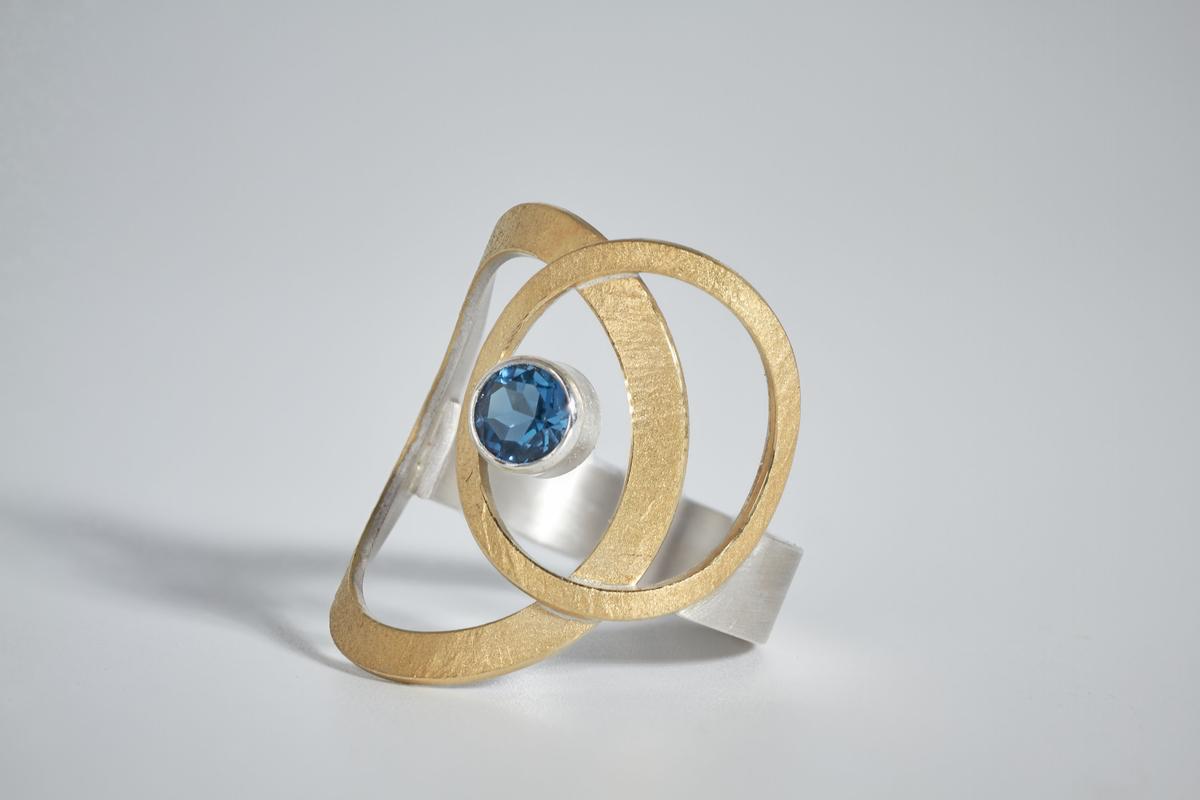 manu-schmuck-ring-met-londen-blue