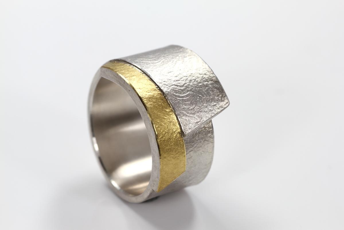 zilver met gouden ring