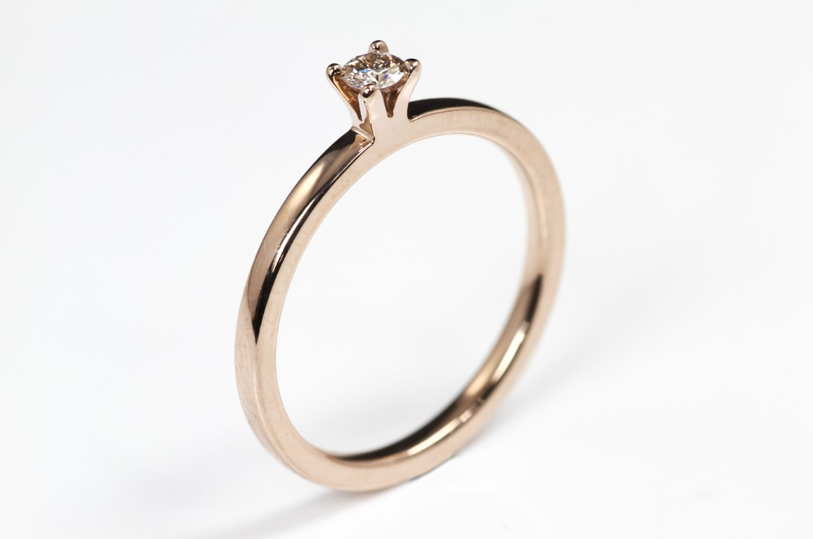 Solitair met vierkant geslepen diamant